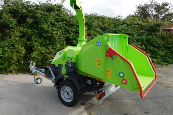 Jensen A530 Petrol Wheeled Chipper available from Dennis Barnfield Ltd, tracked chippers in Lancashire, Cumbria and the North West!